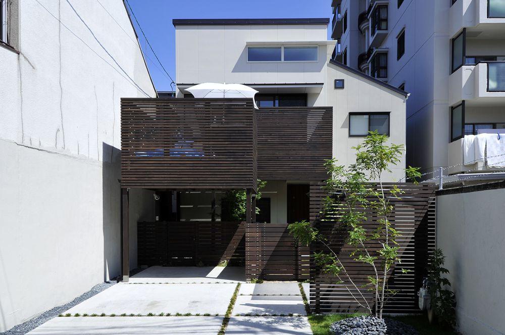 T字型変形地に、ハッとするほど大空間!の家